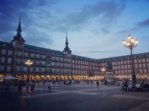 Madrid : il calcio e i suoi teatri, il Palacio de Cristal e quello Real, la Catedral e la corrida
